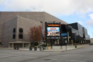 2560px-bradley_center_se_entrance